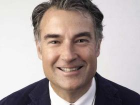 Dr James Muecke
