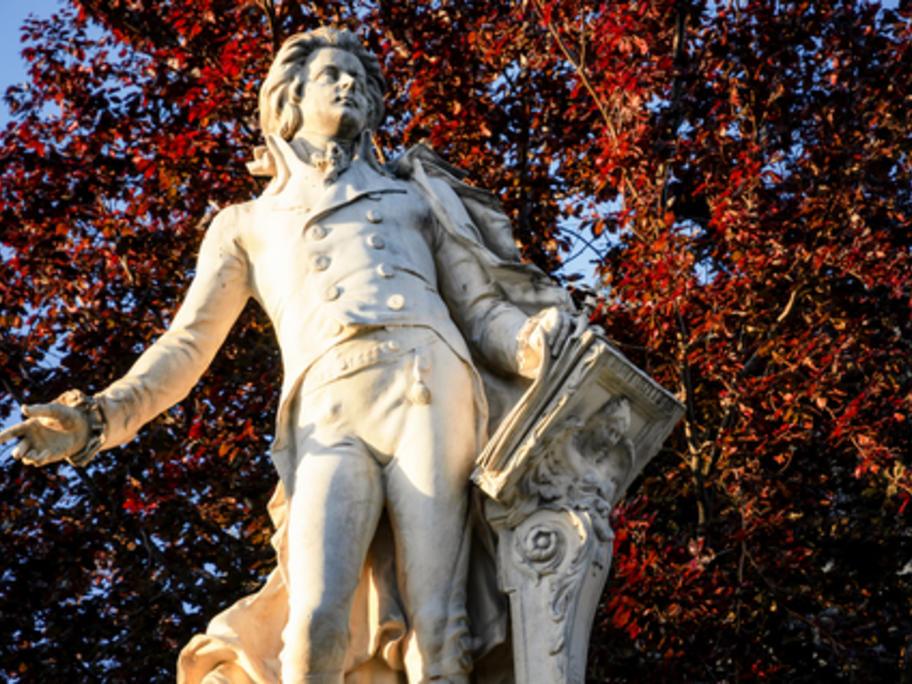 statue of Mozart
