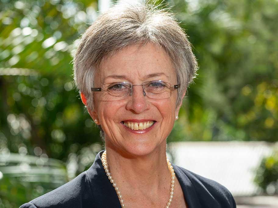 Dr Jennifer Schafer