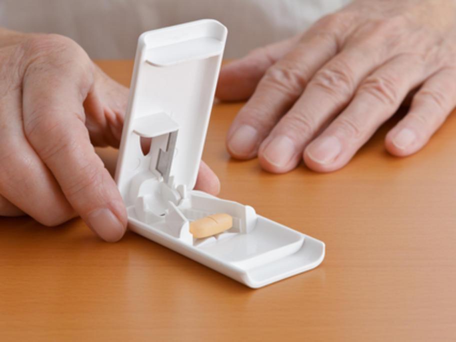 Man using a pill-cutter