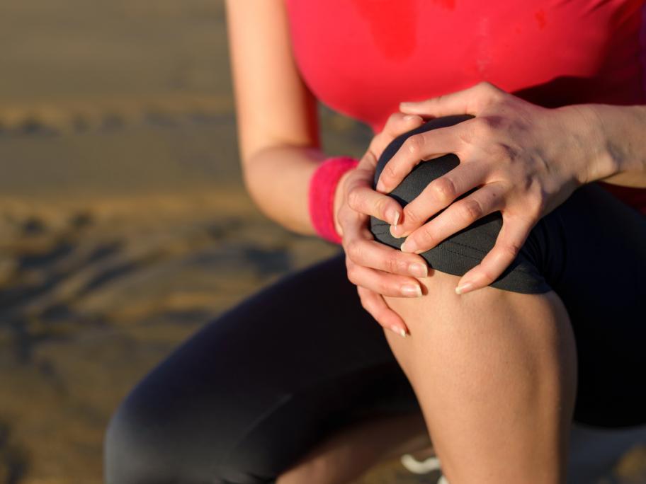 Woman sore knee