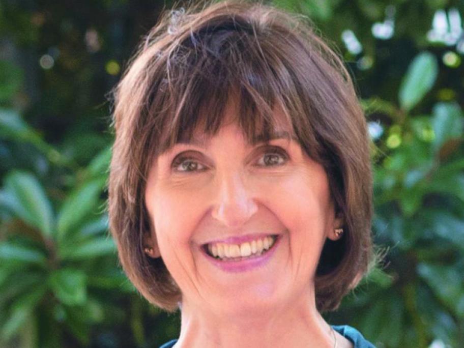 Associate Professor Lisa Lampe.