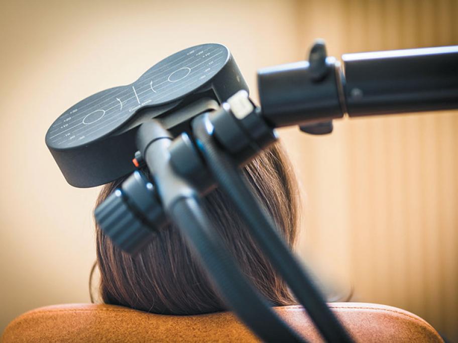 transcranial magnetiuc stimulation device