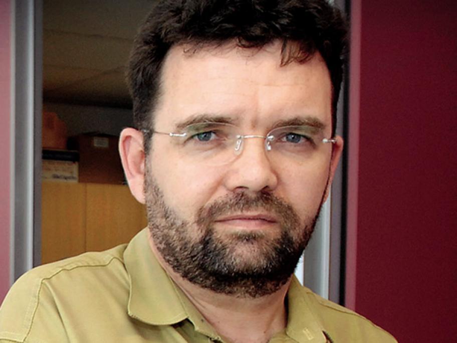Dr Thinus van Rensburg