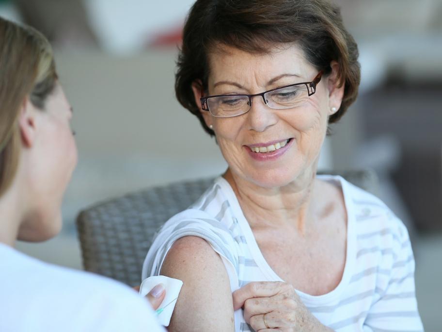 woman getting flu vax