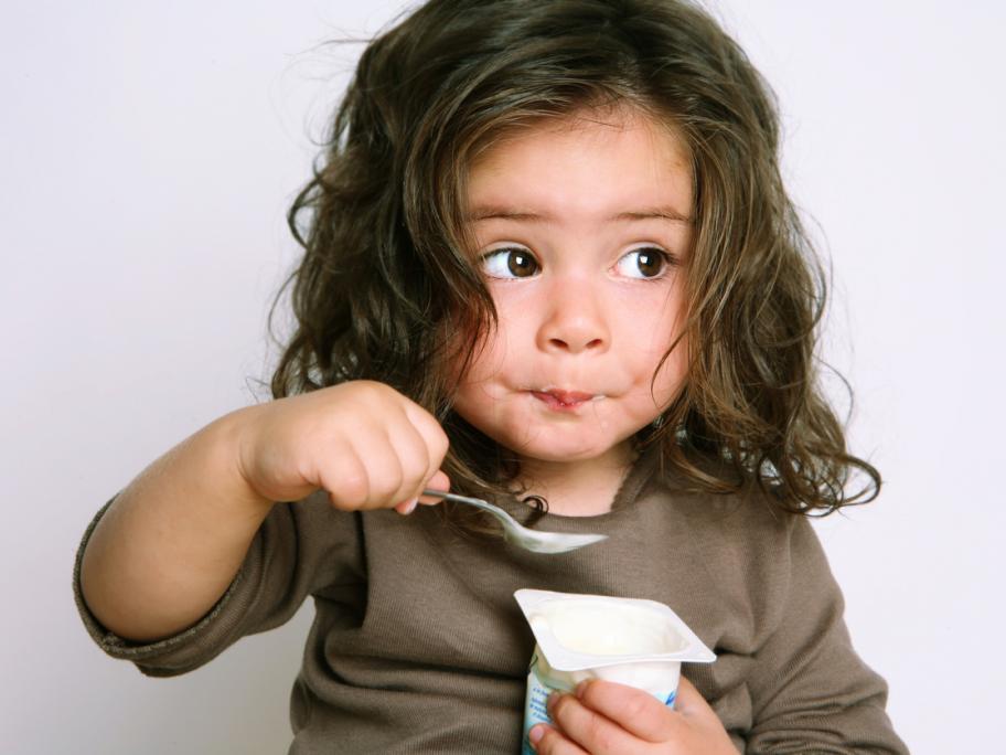 kid with yoghurt