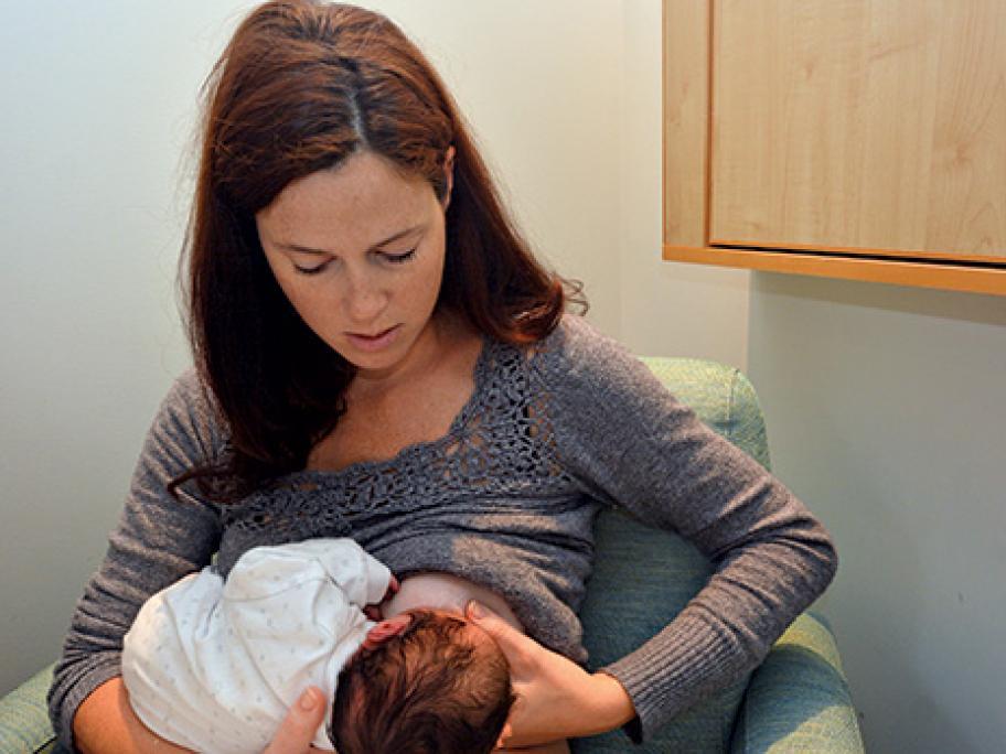Breastfeeding_Newborn_Baby
